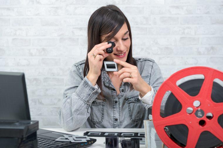 Scannen, abfotografieren, Dienstleister beauftragen: So lassen sich Dias digitalisieren